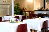 パークサイドカフェ~落ち着いたテーブル席